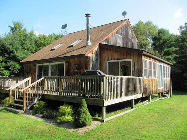 3BR Chalet Minutes from Cooperstown - Hartwick - กระท่อมบนภูเขา