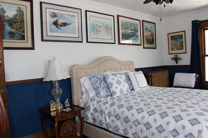 Victorian Manor Bed and Breakfast, LLC - Bed #2