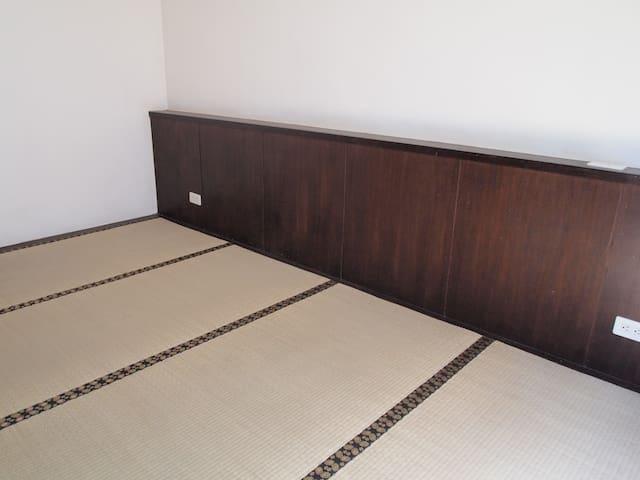 榻榻米房間大 乾淨整潔。1-4人入住ok - Zhongli District - Casa