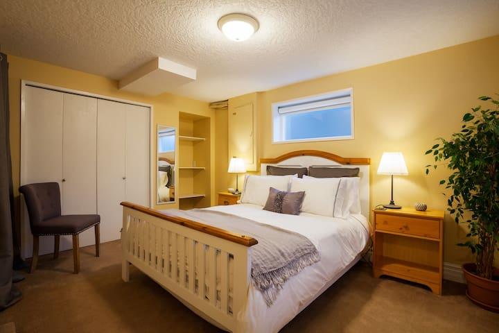 Modern Garden Suite in Central Victoria - Victoria