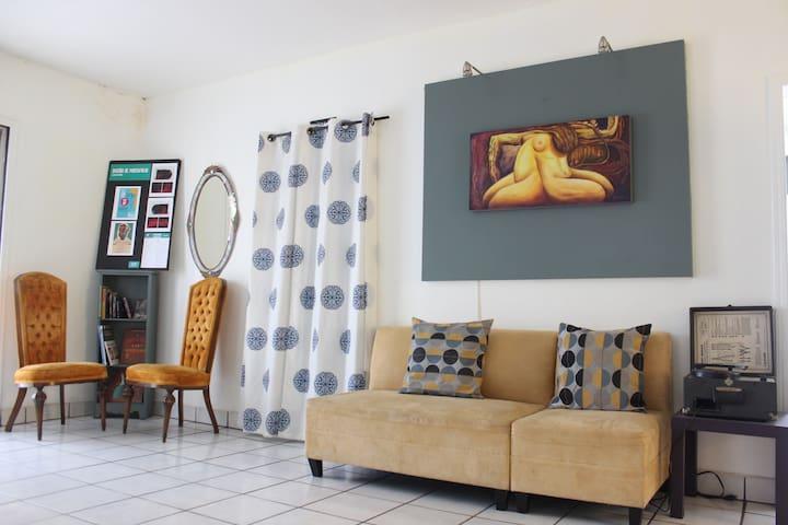 Casa Galería - Art Gallery House
