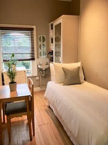 West Kensington Single bedroom 15 - Edith