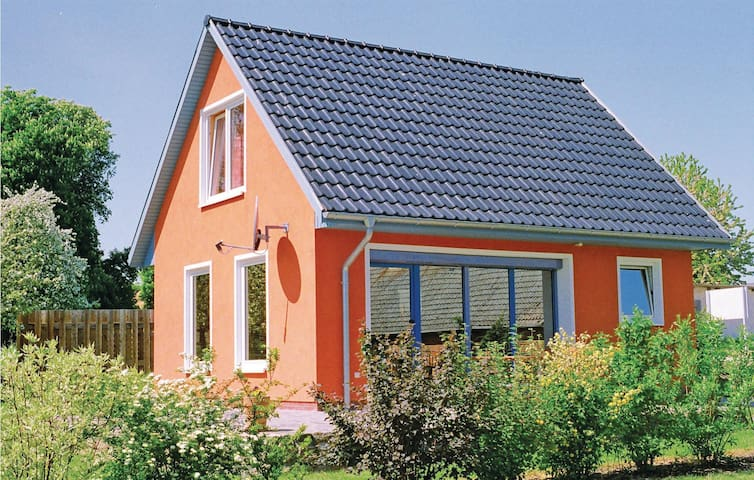 Holiday cottage with 2 bedrooms on 72 m² in Woldegk