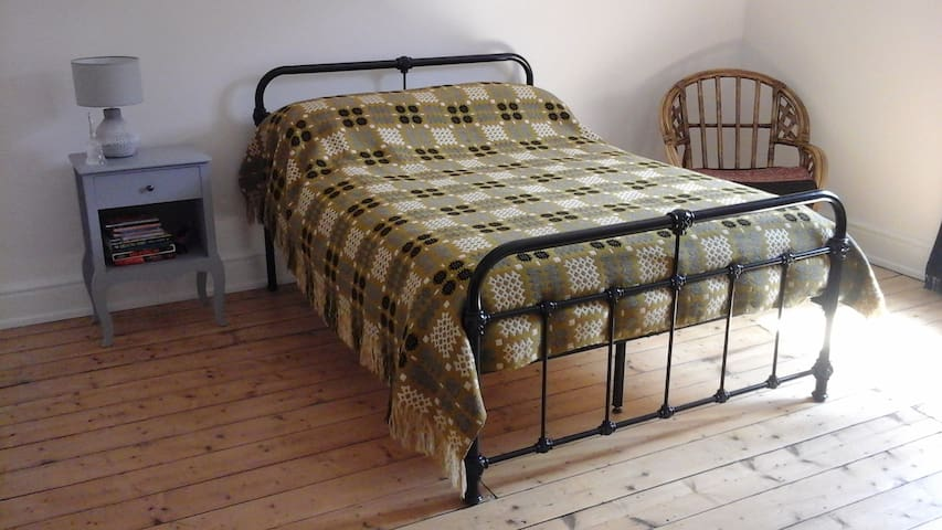 Llangollen self-contained room for women (2)