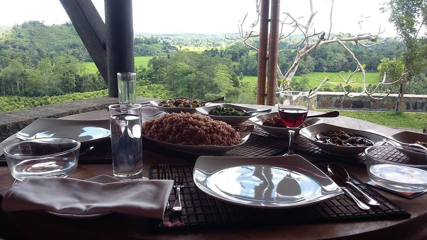 Sumptuous Sri Lankan Lunch served in the Master Terrace.