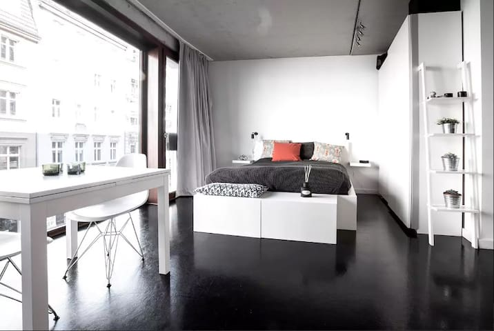 Central studio loft with rooftop swimming pool!