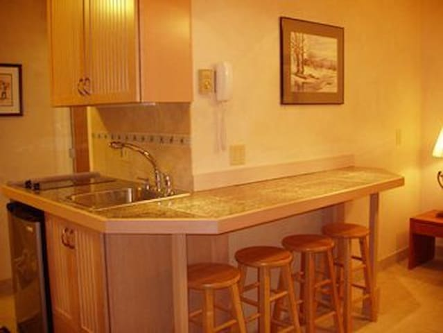Cozy Sugarbush Condo-Hot Tub, WIFI