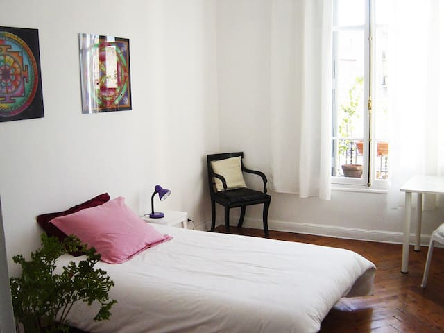 Attractive room - 10 min of the sea - Niza - Apartamento
