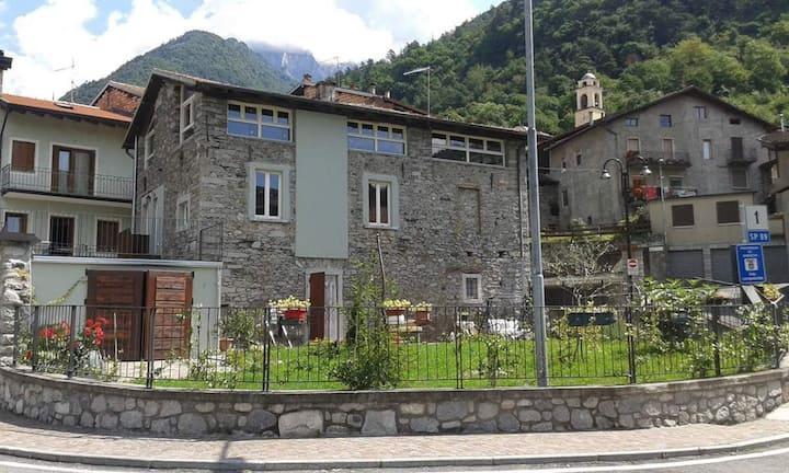 Intera villa in pietra