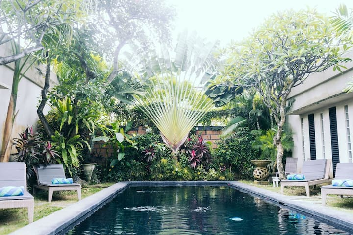 D. Large1BR+ensuite, shared pool villa in Seminyak