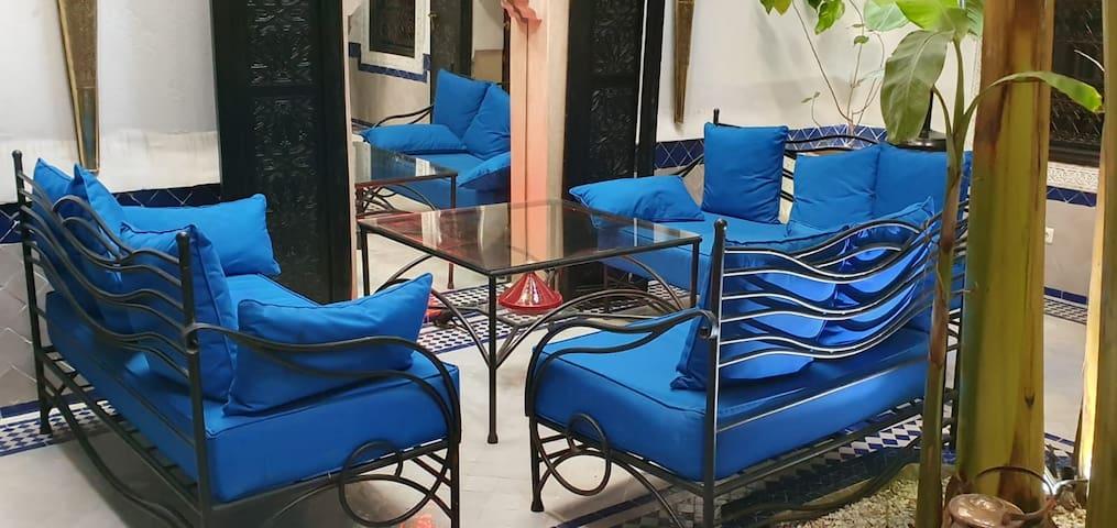 riad dans marrakech avec belles chambres  cosy