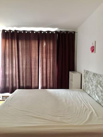 King Size Bedroom,近聖勞倫斯河,大片綠地與公園,多條公交線路,轉角便利店,新窗
