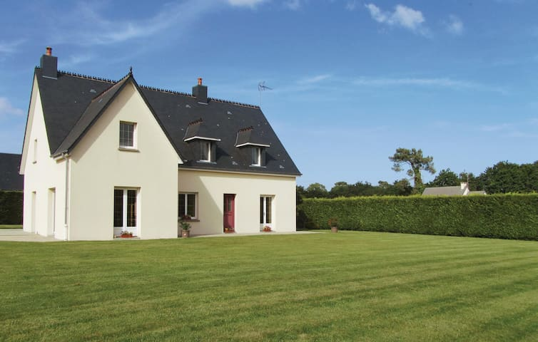 Holiday cottage with 3 bedrooms on 160m² in Lessay