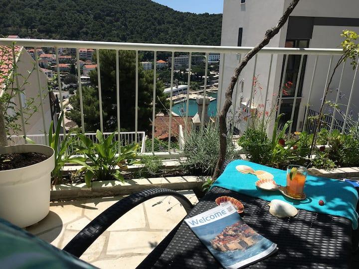 Sea view apartment Romana