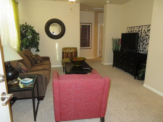 *NO GUEST SERVICE FEE* 3 Bedroom condo in Mesquite #376