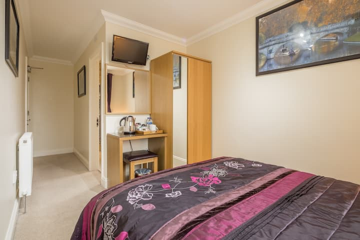 Double Room with en-suite Room Only- FREE PARKING