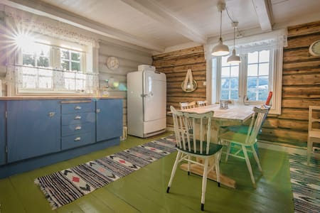 Renovated loghouse at dairyfarm - Gausdal - House