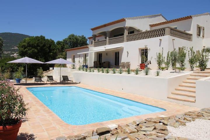 Appartement 100m² dans villa vue mer avec piscine