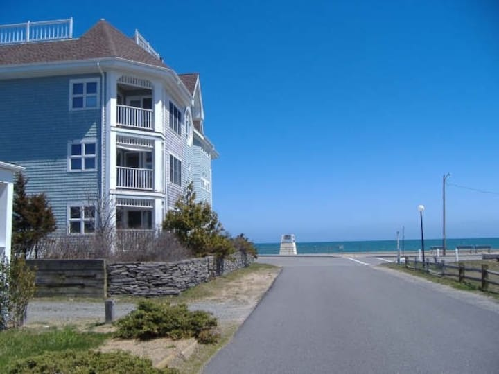 LOCATION LOCATION!!  Ocean-View Top Floor Condo