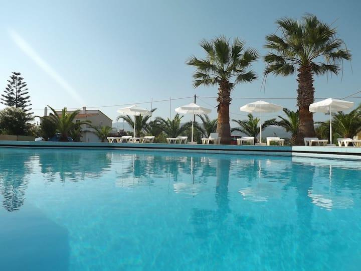 LEONIDAS HOTEL & STUDIOS 2