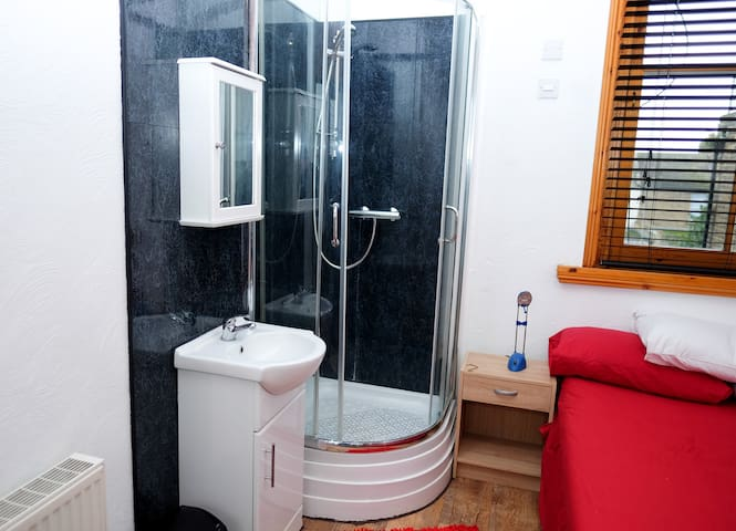 shrimp terrace 2 with own shower - Sheerness - Casa