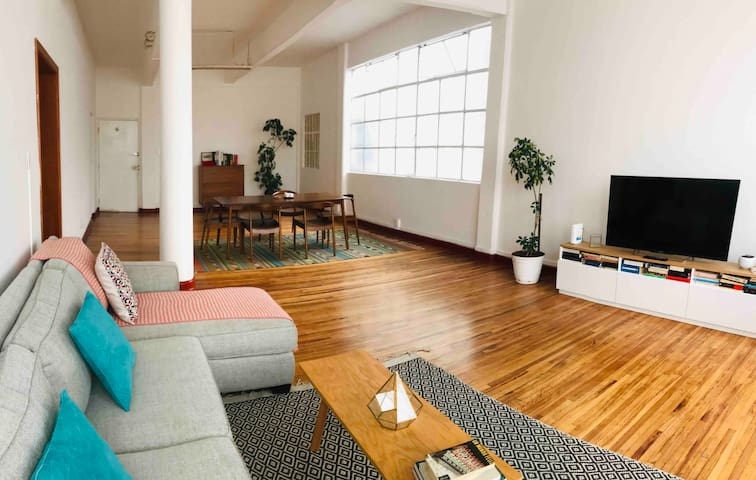 1 Room in stunning 2 bedroom apartment Mexico City