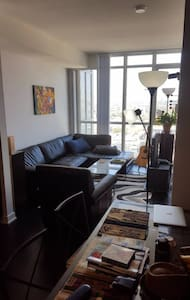 1 Bedroom + Balcony + Unobstructed View - Toronto - Wohnung