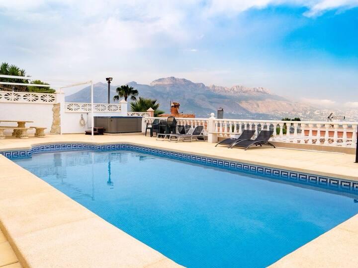 Villa con piscina .... bonitas vistas
