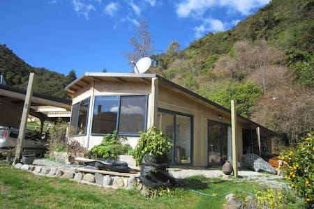 The PJ's Bach and Tree House - Takaka - Bungalow