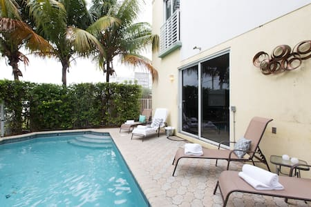 BEST LOCATION! 3BR 4BATH W/ PRIVATE POOL. - Fort Lauderdale - Casa