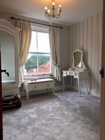 Large double room,cosy house close to everything