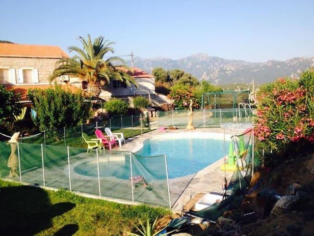 Chalet casa fiurit avec piscine chalets louer for Chalet a louer avec piscine