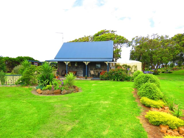Cape Nelson Cottage with Garden views