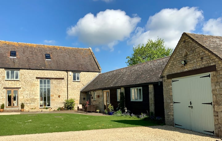 Barn Annexe, a romantic Cotswolds retreat.