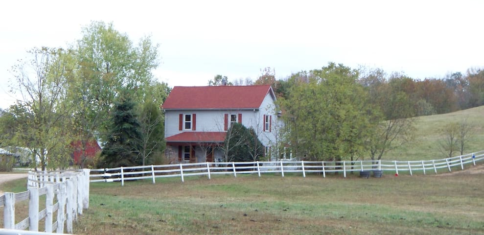 Quiet Country Farmhouse on 400 acres - Harrodsburg - House
