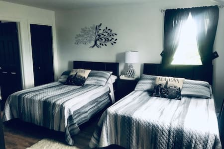 Beautiful Large Room....minutes to Charlottetown