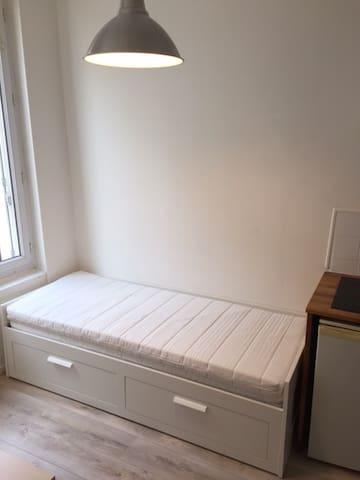 petit studio tout équipé au RDC - Louviers - Lägenhet