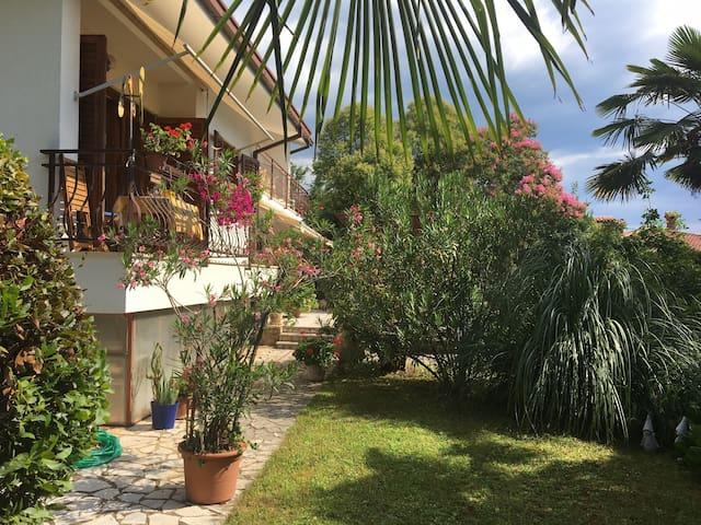 Sunny room for 2 in a Mediterranean Villa