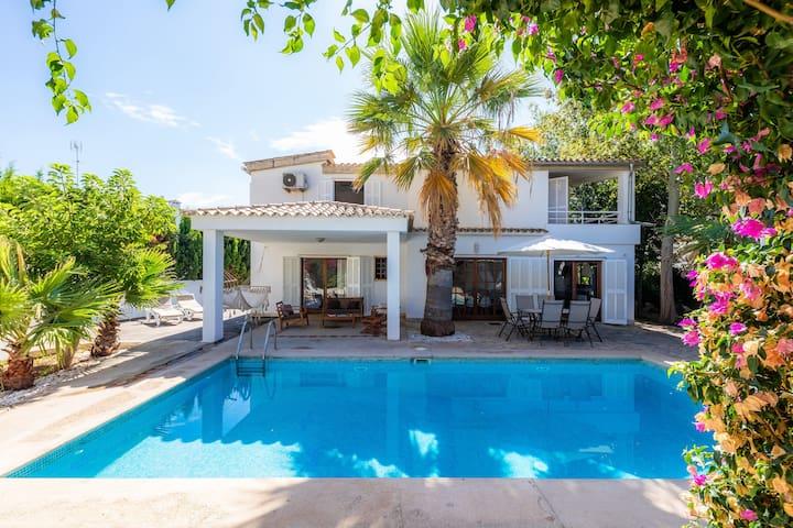 Beautiful Villa Beach Palmitos with Wi-Fi, Balcony, Garden, Terraces & Pool; Parking Available