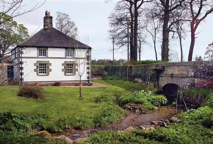 Haughton Castle - White Lodge