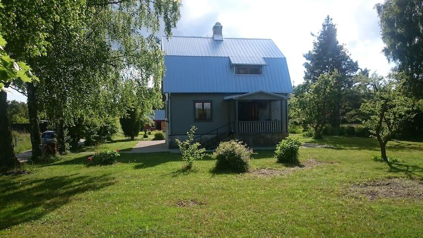 Hus med stor lummig tomt 25 min från Visby - Gotlands län - Talo