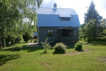 Hus med stor lummig tomt 25 min från Visby - Casa
