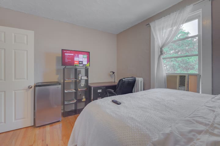 Exquisite Private Bedroom in Downtown Milford - Milford - Rumah