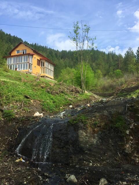 Hus med 4 soverom i Vozuća med fantastisk fjellutsikt, inngjerdet hage og Wi-Fi - 140 km fra skianlegg