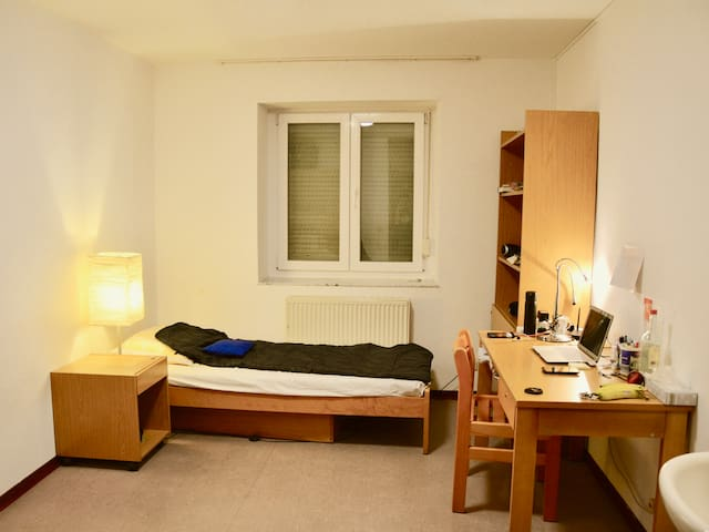 Clean and Cozy Room in the City Centre