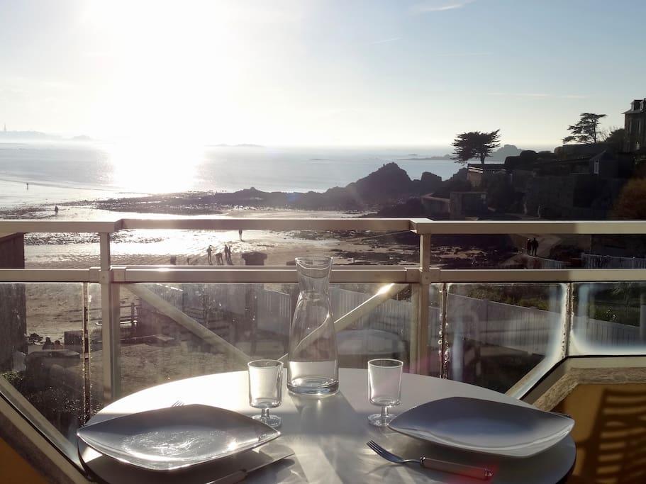Balcon - terrasse vue mer.