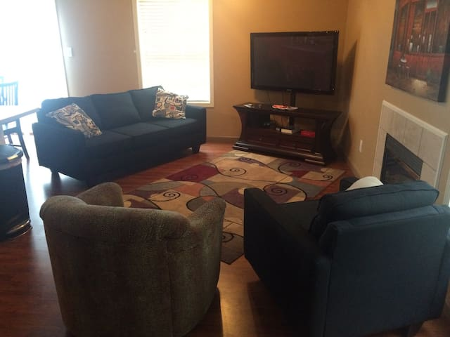 Bloomington South Side 3 Bed Condo