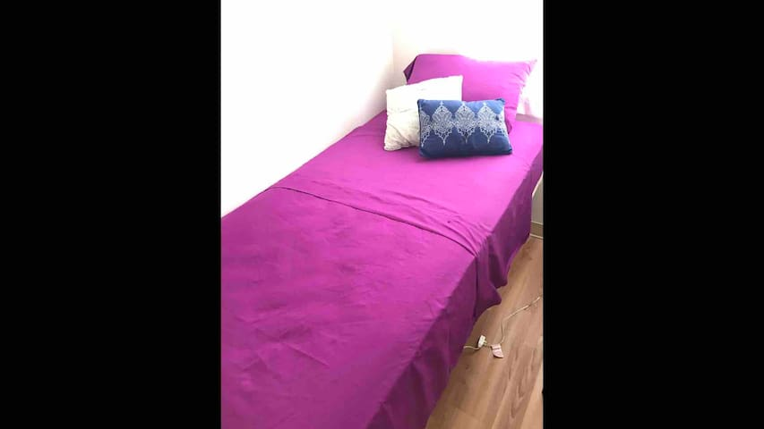 •2R  just a bed for traveler! small space waikiki