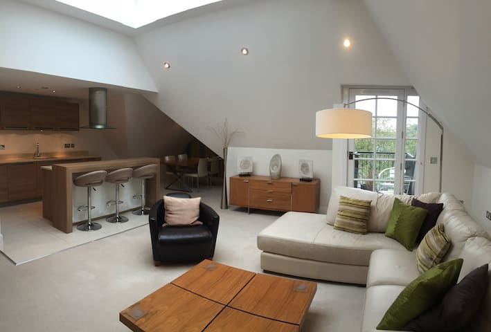 Luxury 2 bed Beach Apartment - Poole - Apartment