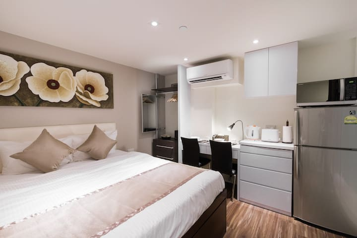 Chinatown Warm & Modern Studio Apartment
